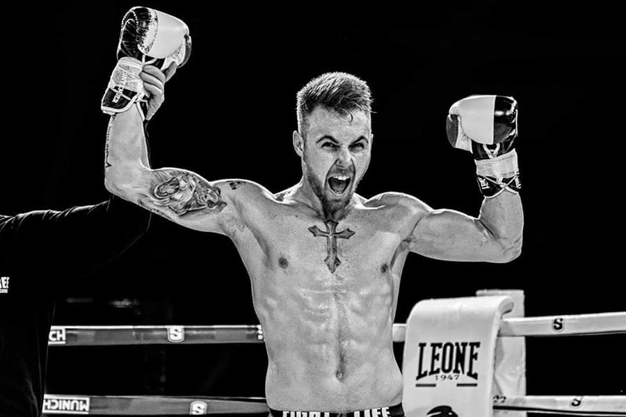 Adrián Avlero Campeón de Kick boxing